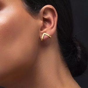 ⚜️[𝟯/$𝟭𝟴]⚜️Gold Triangle Wrap Stud Earrings NEW